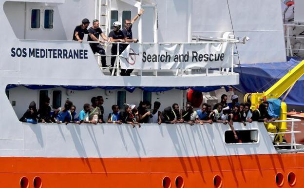 Cataluña acogerá a los 60 migrantes del 'Aquarius' que recibirá España