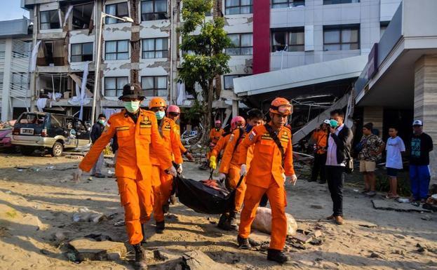 Restablecen servicios básicos en zona cero de terremoto — Indonesia