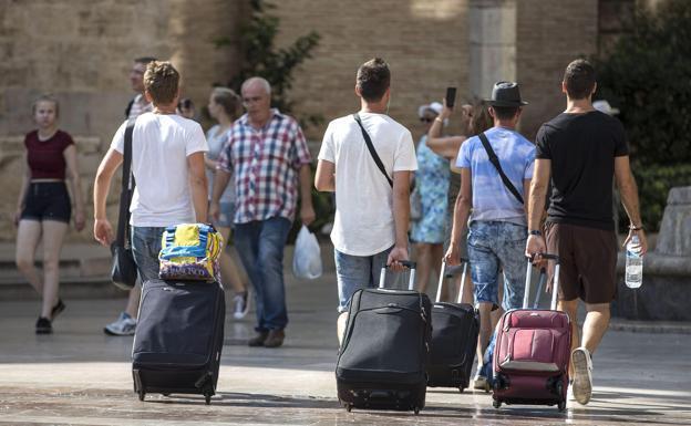 Las pernoctaciones en hoteles caen por primera vez en seis años