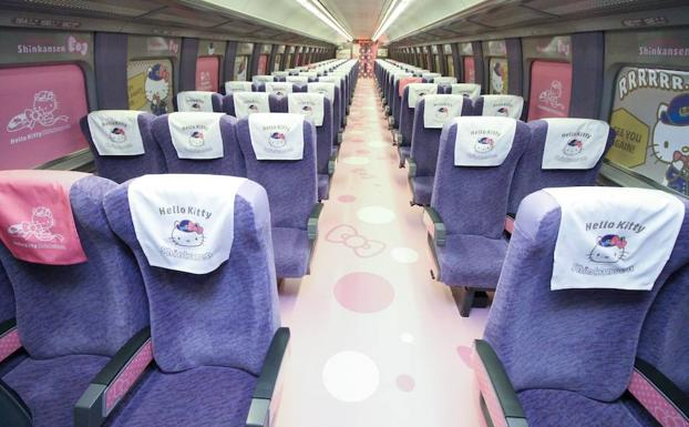 Vista del tren basado en Hello Kitty.
