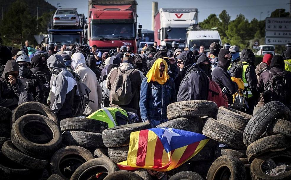 [EFE] 23 de Diciembre de 2019 - El municipio de Pontons se revela contra el proceso de desconexión catalán 129760045-k7EH-U601171348139TXE-984x608@Ideal