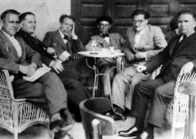 Tertulia en el café Juan Bravo (Fermín Cristóbal lleva boina)